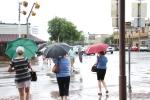 Mor fun shopping in the rain